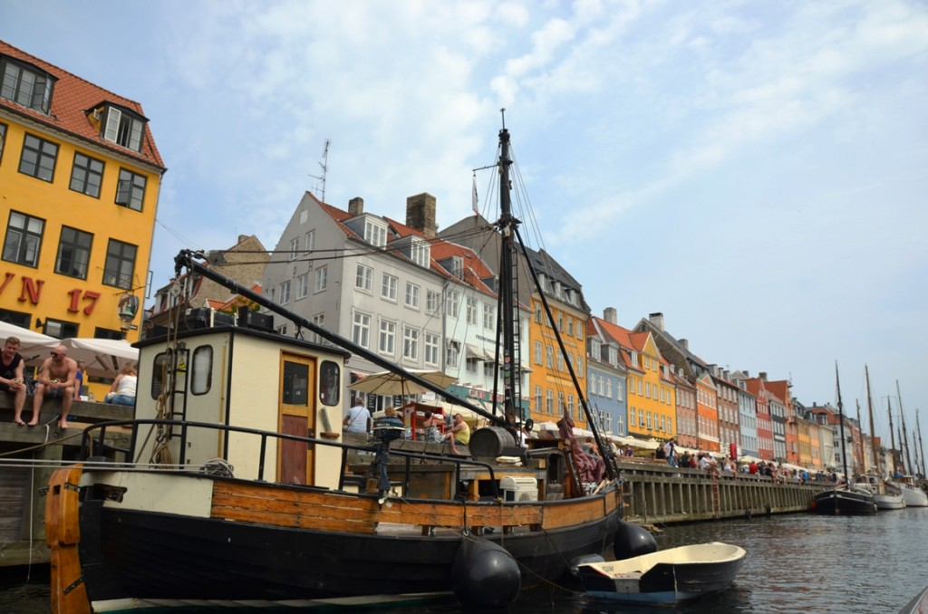 Nyhavn vanaf het water in Kopenhagen, Denemarken