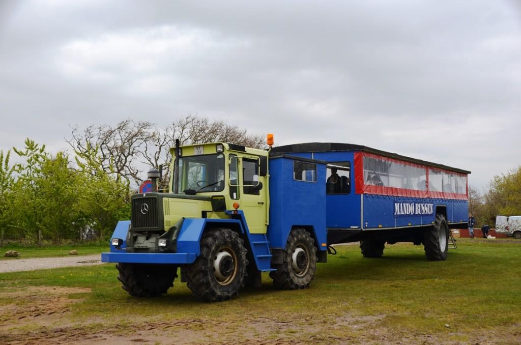 Traktorbus naar Mando